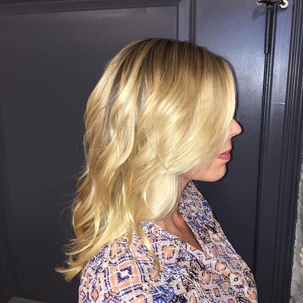 Balayage_Buttery_Blonde_Wavy_Hair