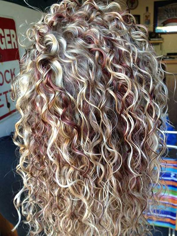 Blonde_Highlight_Curly_Hair